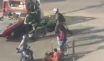 Kafasına kask fırlattığı polisi bayılttı