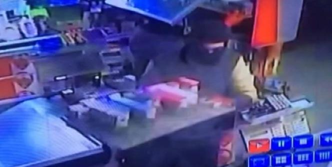 Kartal'daki sigara hırsızları kamerada