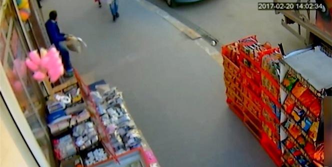 Batman'da market önünde ceviz hırsızlığı