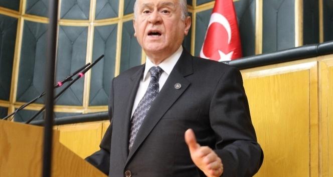 Devlet Bahçeli: Başbakanın bozkurt işareti eline yakışmış