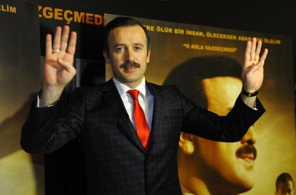 """""""Reis"""" filminin galası yoğun katılımla yapıldı"""