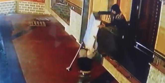 Pişkin hırsızların rahat tavırları kameraya yansıdı