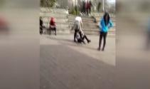 Liseli kızların saç saça kavgası kamerada