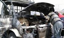 Hareket halindeki kamyonet yandı