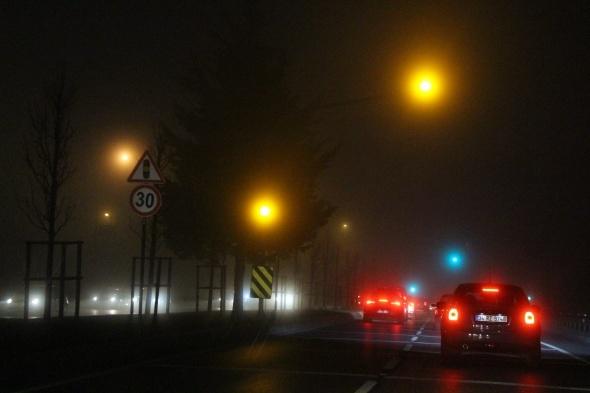 İstanbul'da sis ulaşımı durdurdu