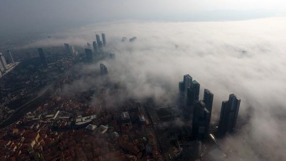 İstanbul'da sis büyüledi