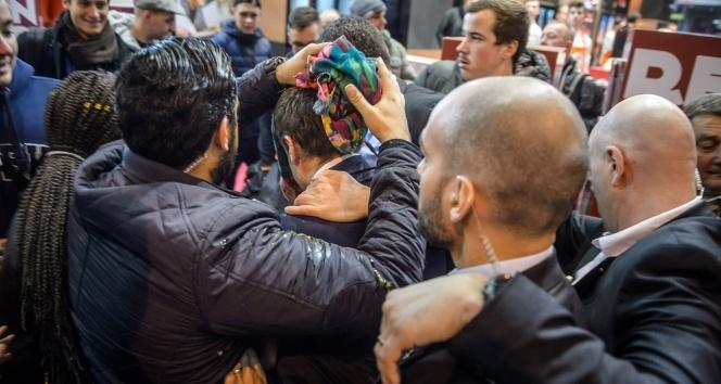 Fransa Cumhurbaşkanı adayı Macrona yumurtalı saldırı