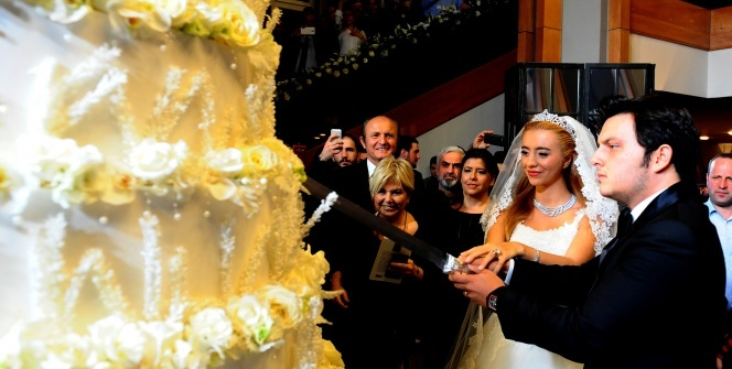 Ağaoğlu'ndan kızına ikinci görkemli düğün