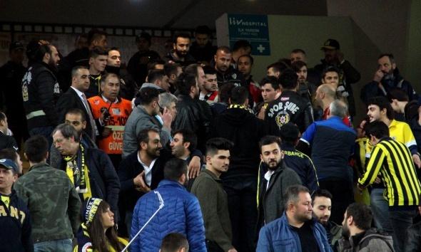 Fenerbahçe tribünde kavga çıktı