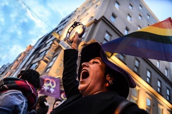"""Taksim'de """"Feminist Gece Yürüyüşü"""" düzenlendi"""