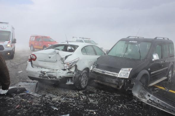 Kayseri'de zincirleme trafik kazası: 15 yaralı