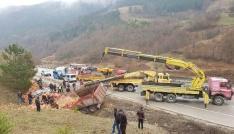 Sinopta tuğla yüklü kamyon devrildi: 1 ölü