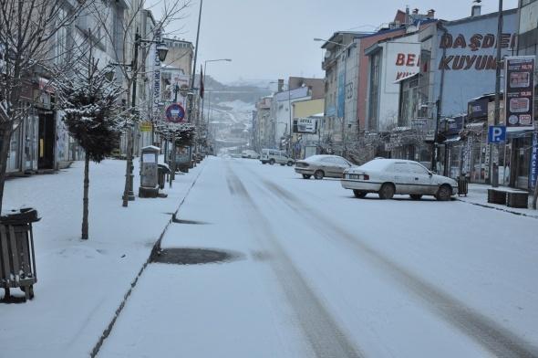 Kars'ta kar sürprizi