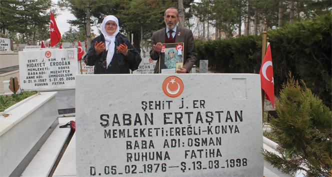 Şehit oğlunun boş mezarını ziyaret ediyor | Konya haberleri