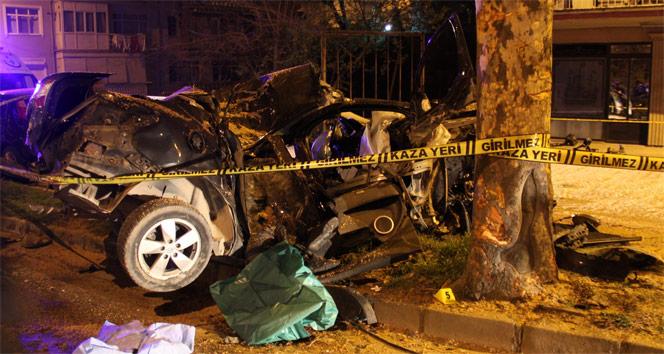 Ağaca çarpan otomobil hurdaya döndü: 1 ölü 1 yaralı | Kocaeli haberleri