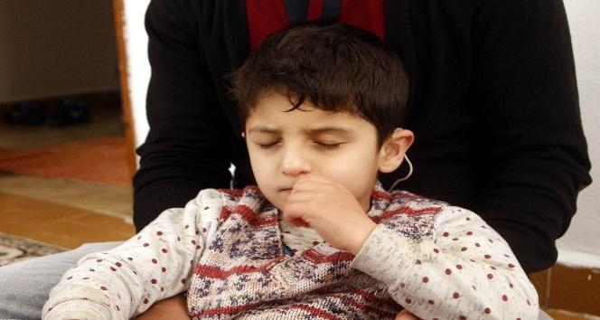 İşitme engelli Rojbin'in 7 yaşında ilk sözü 'baba' oldu