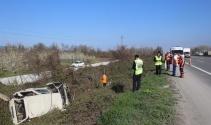 TEM otoyolunda iki araç şarampole uçtu: 7 yaralı
