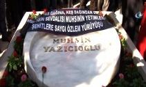 Merhum Yazıcıoğlu'nun sevenleri kabri başına koştu