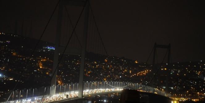 İstanbul'un anıtsal yapıları Dünya Saati etkinliğinde karanlığa büründü
