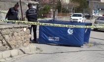 Eşini sokak ortasında pompalı tüfekle vurarak öldürdü