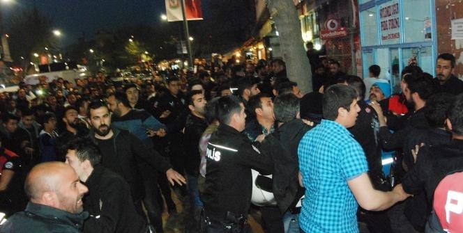 Polise saldıran sahışlara linç girişimi