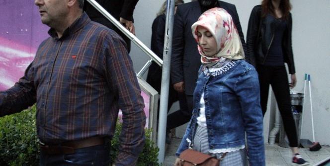 Antalya'da AK Parti'nin 'evet' standındaki tartışma karakolluk oldu
