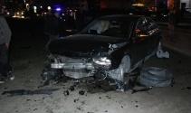 Refüjü aşan otomobil minibüse çarptı: 5 yaralı