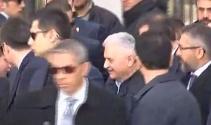 Başbakan Yıldırım Şehit Ömer Halisdemir'in kabrini ziyaret etti