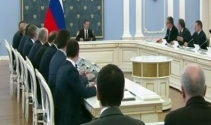 Rus Başbakan Medvedevden toplantıya geç kalan bakana sert uyarı