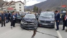 Bakan Fikri Işıkın konvoyunda trafik kazası: 5 yaralı