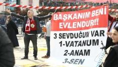 Pankart açarak Cumhurbaşkanı Erdoğandan kendisini evlendirmesini istedi