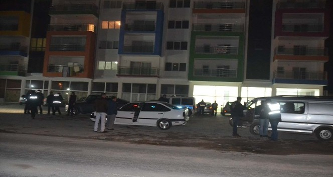 Kuşadası'nda çeşitli suçlardan aranan 4 kişi yakalandı