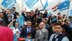 Türkmenler bayrak nöbetinde