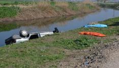 Lastiği patlayan otomobil kanala uçtu: 2 ölü, 1 yaralı