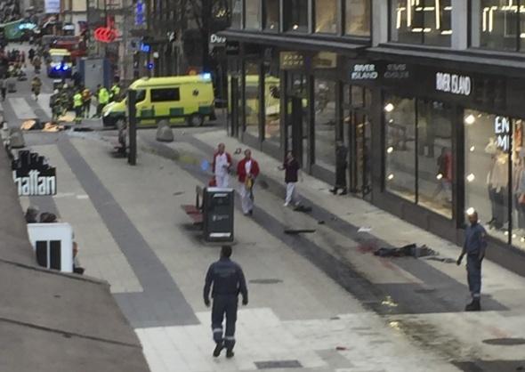 İsveç'te kamyonlu saldırı