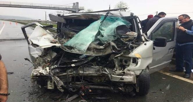 Rizede itfaiye aracı Gürcü plakalı minibüsle çarpıştı: 1 ölü, 6 yaralı