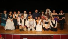 En uzun soluklu tiyatro şenliği sona erdi