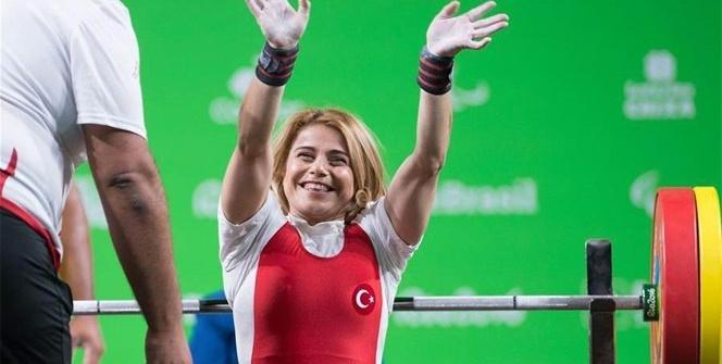 """Nazmiye Muratlı: """"Ben engellerimi halterle kaldırıyorum"""""""