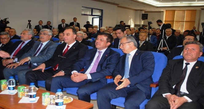 """Bakan Zeybekci: """"16 Nisan, CHPye de iyi gelecek"""""""