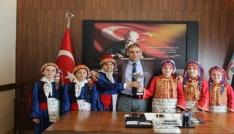 Halk oyunları öğrencilerinden İl Milli Eğitim Müdürü Aşıma ziyaret