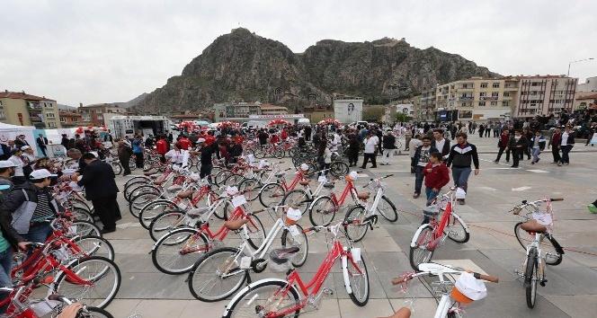 Amasyalı öğrencilere 350 bisiklet