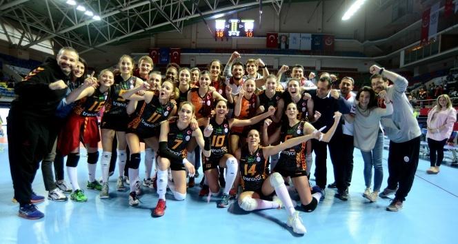 Galatasaray finalde: VakıfBank: 3 - Galatasaray: 2