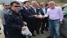 Osmancık polisinden sürücülere pirinç ve leblebi ikramı