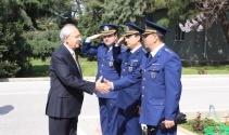 Kılıçdaroğlunun askeri törenle karşılanması tartışma konusu oldu