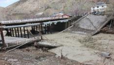 Bingölde selde hasar gören köprü çöktü