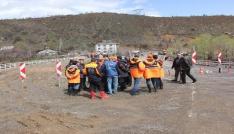 AK Parti Genel Başkan Yardımcısı Yılmaz selden etkilenen bölgede inceleme yaptı