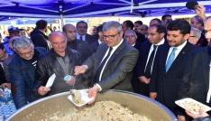 Başbakan Yardımcısı Kaynak pilav dağıttı