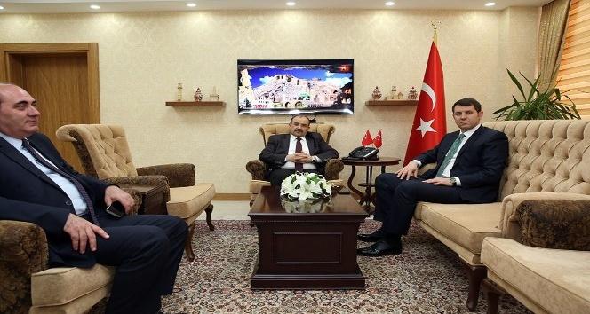 MEB Destek Hizmetleri Genel Müdürü Salih Ayhan, Vali İsmail Ustaoğlunu ziyaret etti