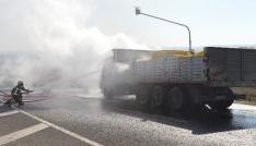 Kırklarelinde seyir halinde alev alan kamyon kül oldu