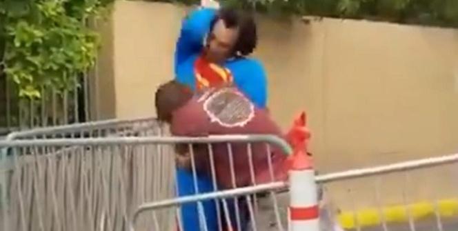 Superman adamı böyle dövdü